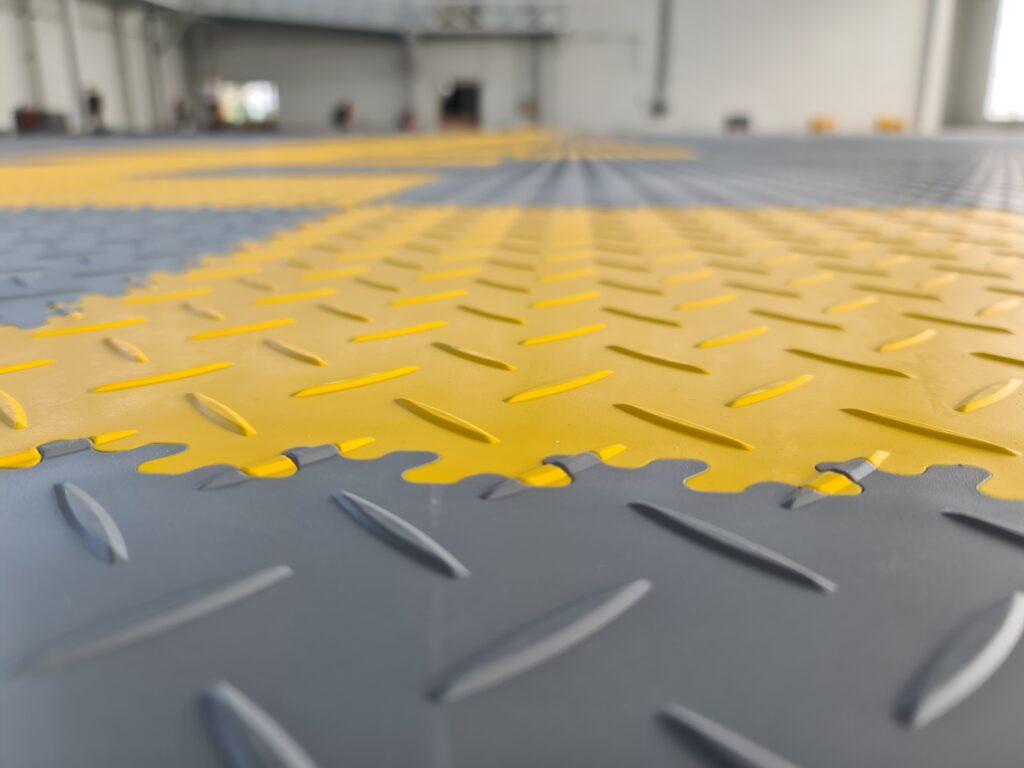 Hangar/Aeroporto, Polonia