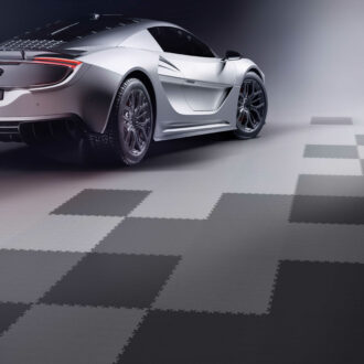 Stai cercando il pavimento adatto da mettere in garage per la tua auto modificata?